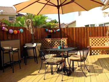 Unter dem Sonnenschirm auf der - Unter dem Sonnenschirm auf der Terrasse.