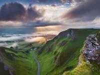 paysage - Paysage. Paysage, rochers, nuages, route. Puzzles colorés.