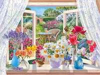 Virágok az ablakon.