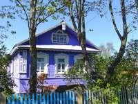 La casa es toda azul. - La casa es toda azul.