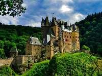 Κάστρο στο λόφο.