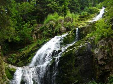 cascata - Cascata nelle montagne giganti