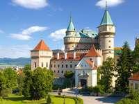 Замъкът Bojnice в Словакия.
