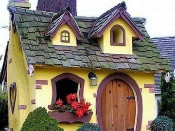 Charming yellow house - Charming yellow house