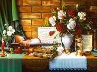 Salle de musique, roses blanches dans un vase