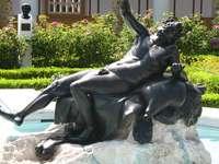 Socha, fontána.