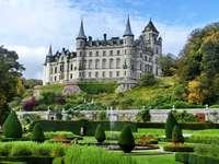 Castillo pintoresco - Pintoresco castillo de Dunrobin, jardines, Escocia