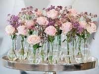 Rózsaszín és fehér rózsák
