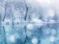 Paisaje de invierno - Paisaje. Río con efecto hielo.