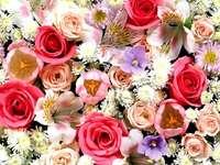 Een mix van bloemen - Een mix van bloemen waaronder witte rozen.