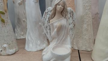 Figurines of angels.