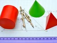 GEOMETRIE - MATHEMATIQUE - Puzzles composés de 25 éléments, représentant une image dans le domaine de la géométrie.