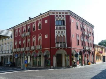 Hi I'm Alex This is Palazzo Venezia because - Hi I'm Alex this is the Palazzo Venezia because they resemble the buildings of Venice, with the