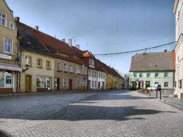 Fama de la plaza del mercado - Sława-stary Rynek-a centro de vacaciones en el lago Sławski