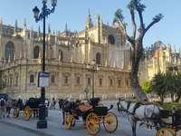 parkoló - autófülke parkolója, Sevilla, a katedrális komplexum a háttérben