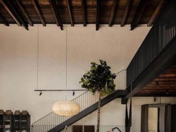 Ciepły pokój z drewnem - Piękna aranżacja wnętrza