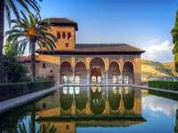 Alhambra, Un joc de puzzle frumos. - Alhambra, complex de palat, Granada. Un joc de puzzle frumos.
