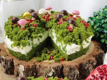Ciasto - leśny mech - Pyszne ciasto, leśny mech z galaretką. Ciasto ze szpinaku z granatem.