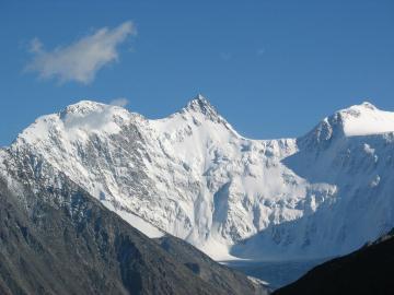 Szczyt Biełucha - Biełucha to najwyższy szczyt gór Ałtaj (4506 m n.p.m.), położony w paśmie Gór Katuńskich, n