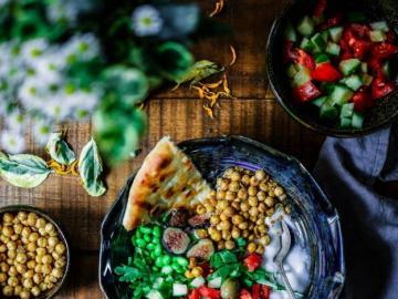 Wegetariański talerz - Wegetariański talerz pełen warzyw