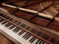 PIANO - TRES BEAU PIANO