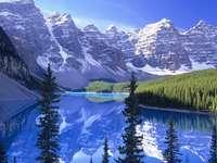 Un frumos lac de morenă - Es ist ein Moränensee