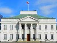 Belvedere Varsóban a nap folyamán - Belvedere Varsóban a nap folyamán. Mindenkinek látnia kell a varsói Belvedere palotát. A varsó