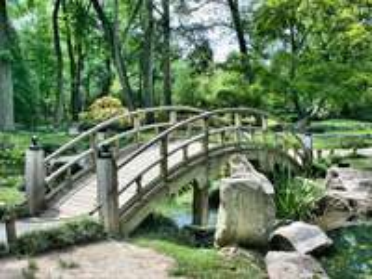 A híd a parkban -  A híd a kertben.