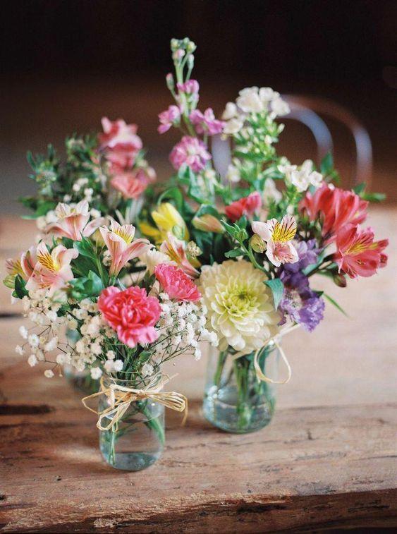 Bunte kleine Blumen in kleinen Gläsern - Bunte kleine Blumen in den Töpfen, Dekoration (5×10)