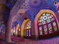 Rózsaszín mecset, Irán - A Pink Mecset egy mecset Shirazban, Irán déli részén. A Qajar-dinasztia 1876-1887-es uralma alat