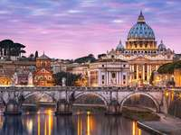 Itálie. Vatikán. - Stavba Vatikánu. Itálie. Vatikánské budovy.