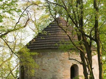 Rotunda w Cieszynie w Polsce - Rotunda w Cieszynie - jedyna romańska rotunda na terenie Polski zachowana wraz ze sklepieniem nawy.