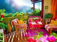 слънчев, цветен балкон