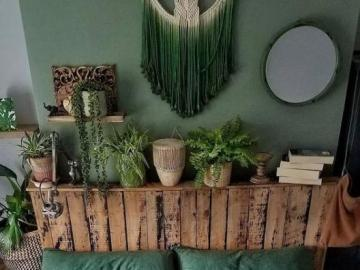Green bedroom with flowers - Green bedroom, potted flowers