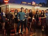 Riverdale - Riverdale - Amerikaanse televisieserie geproduceerd door Berlanti Productions, Archie Comics, CBS Te