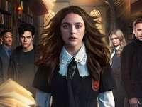 Vampyrer: Heritage - Vampires: Heritage - en amerikansk fantasy- och skräckfilmserie producerad av My So-Called Company,