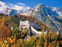 Une forteresse de montagne. - Paysage. Une forteresse de montagne.