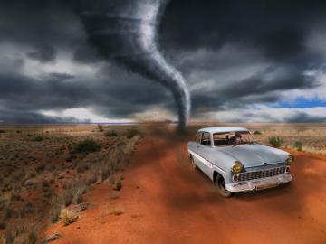 Cyklon - Małpa ucieka w samochodzie przed Tornado