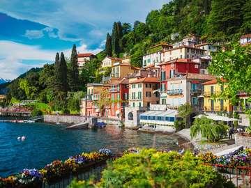 Nad Jeziorem Como. - Włochy. Nad Jeziorem Como.