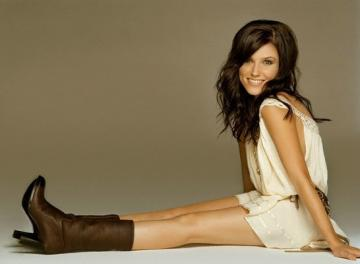 Brooke Penelope Davis - Brooke is Peyton's best friend and captain of the school cheerleading team. She is a girl who i