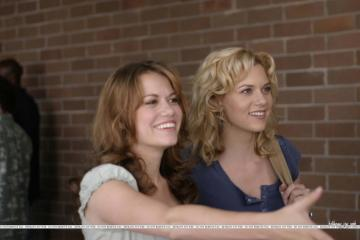 Peyton Sawyer & Haley James - Peyton Sawyer & Haley James from the series One Tree Hill - The Weather for Love