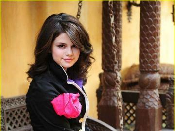 selena gomez - She was born on Wednesday, July 22, 1992 at Glens Falls Hospital in Grand Prairie, Texas at 7:19. Mo