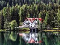 a house by the lake - A calm place a great idea for a hotel.