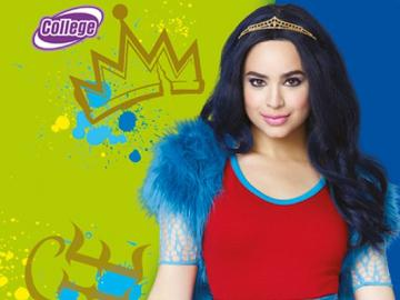 """Evie ♥ - Evie - main character of the series """"Successors"""", played by Sofia Carson. She is the daugh"""