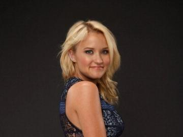 Emily Osment - Emily Osment (nata il 10 marzo 1992 a Los Angeles, California) - Attrice, cantante e cantautrice ame