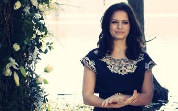 Haley James Scott - Haley is Nathan's wife and Lucas's best friend. She is a shy, obedient girl. He works in K