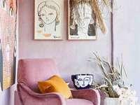 En vacker rosa fåtölj