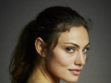 Phoebe Jane Elizabeth Tonkin - Phoebe Jane Elizabeth Tonkin (nacida el 12 de julio de 1989 en Sydney, Australia) es una actriz y mo