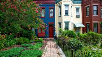 Cottages with garden - Colorful houses and gardens.