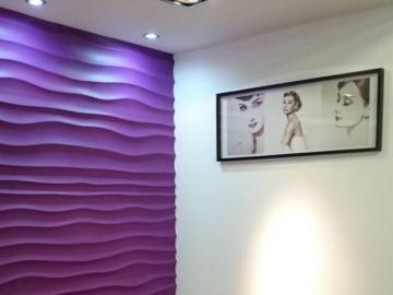 Dunes panele dekoracyjne 3D - Zapraszamy na pyszną kawę w pięknym wnętrzu - na ścianie fioletowe gipsowe panele dekoracyjne 3